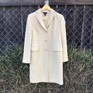 Beige Ann Taylor trench coat ✨